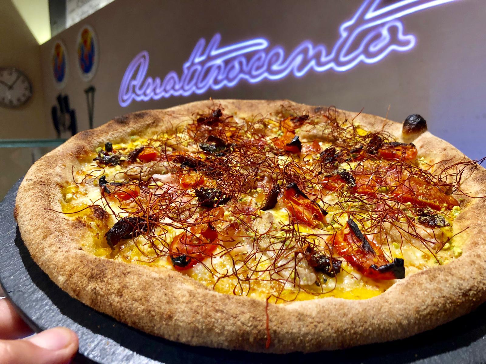 La pizza del mese guarnita con Panciotto dello Schioppo